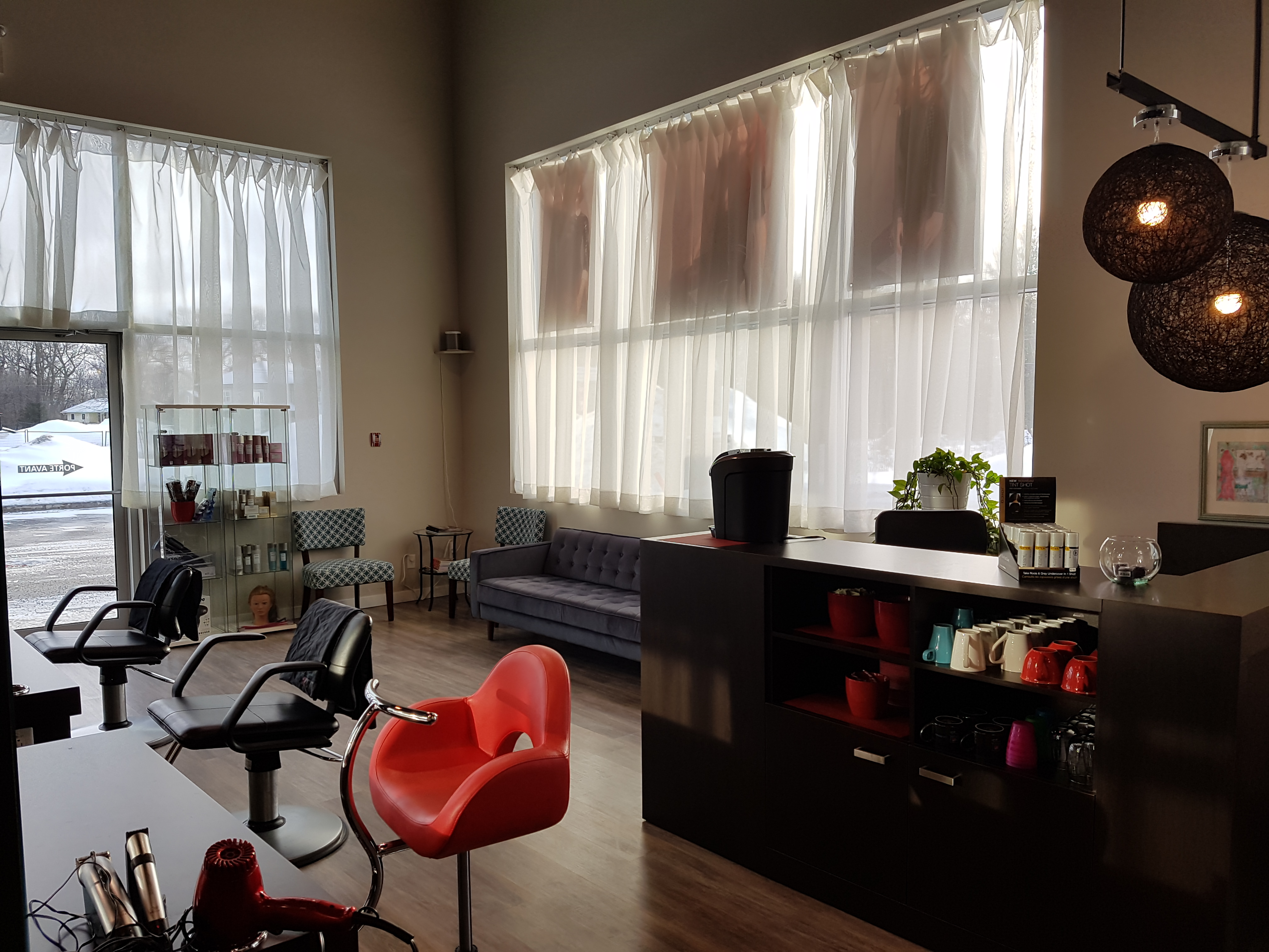 Coiffure le living room vaudreuil for Living room coiffeur