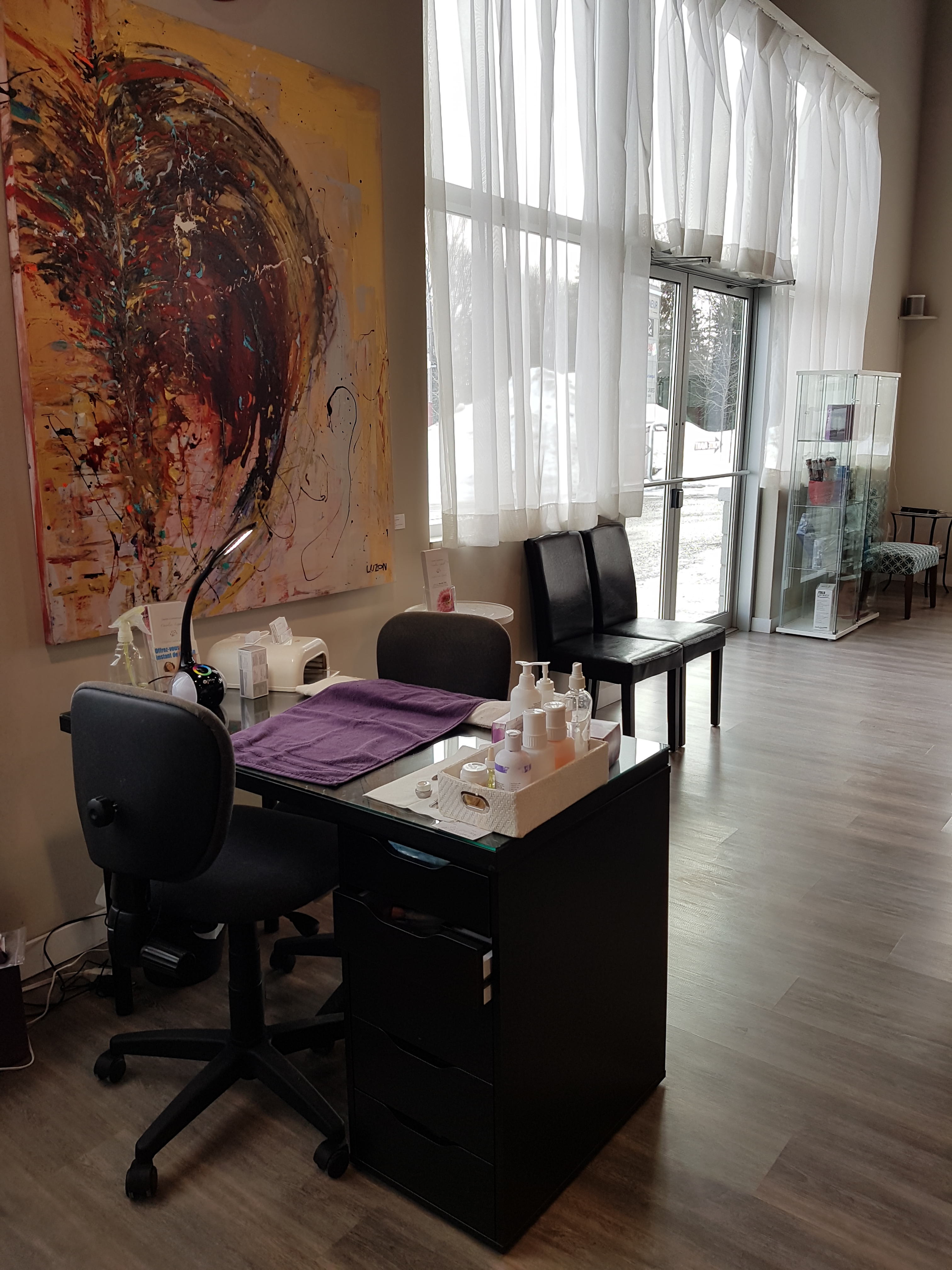 Le living room vaudreuil for Living room coiffeur
